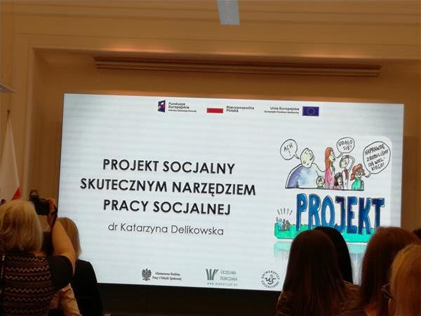 """Początek prezentacji """"Projekt socjalny skutecznym narzędziem pracy socjalnej"""""""