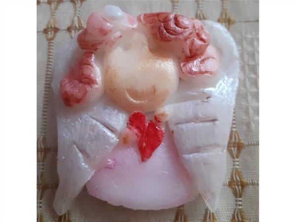 Amorek wykonany ręcznie z zimnej porcelany.