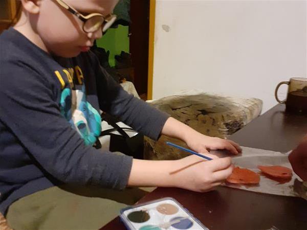 Kolorowanie serduszek z zimnej porcelany.